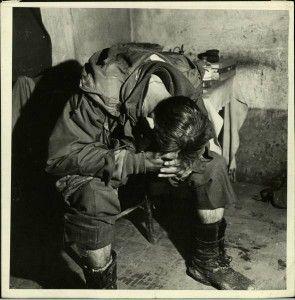 Un soldado americano cabizbajo en el frente italiano.