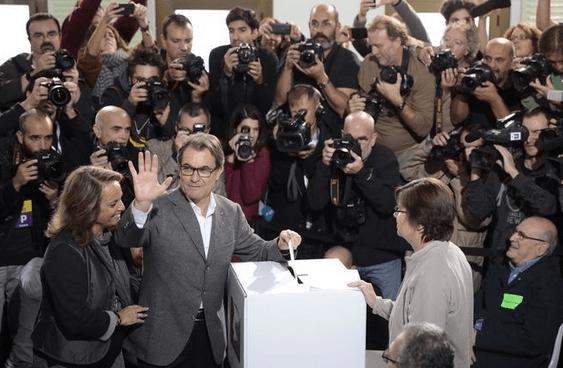 Casi 1.000 medios de comunicación de todo el mundo siguen la votación del 9 de noviembre en Catalunya