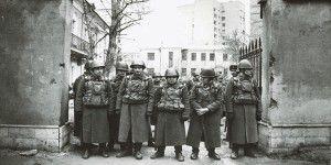 Soldados en el boulevard Zubovski en 1990 a la espera del paso de una manifestación de 300.00 personas.