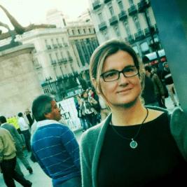La periodista Carmela Ríos en la plaza del Sol de Madrid