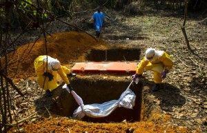 Entierro en Liberia. Foto: Michel DuCille