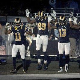Los cinco jugadores de los Rams de St. Louis al saltar al campo el domingo 30 de noviembre de 2014. (AP Photo/L.G. Patterson)