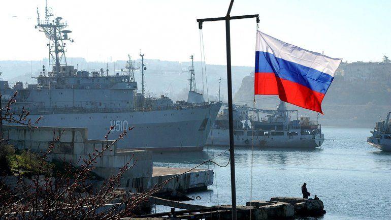Bandera de Rusia en Sebastopol (Crimea)