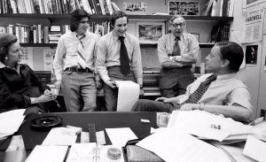 Washington Post Publisher Katharine Graham, Reporters Carl Bernstein and Bob Woodward, Howard Simons, managing editor, and Editor Ben Bradlee in the Washington Post- Foto: MARK GODFREY