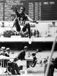 Bob Beamon 'vuela' hasta los 8,90 metros.