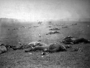 Cuerpos de soldados muertos en la batalla de Gettysburg. Timothy O'Sullivan