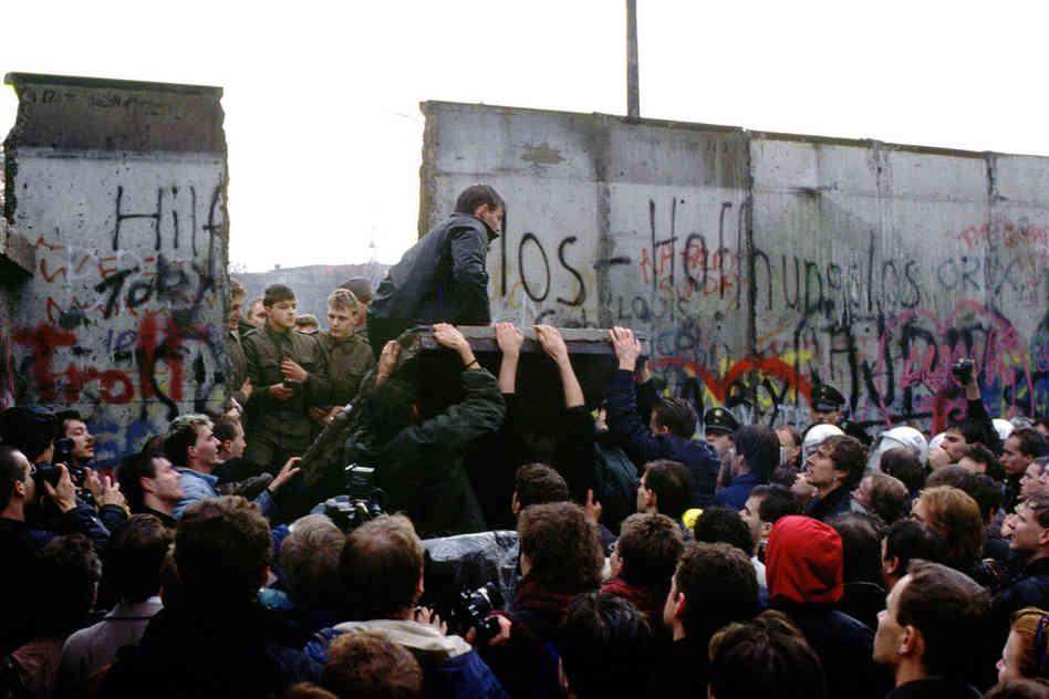 Los alemanes, ante la caída del Muro de Berlín