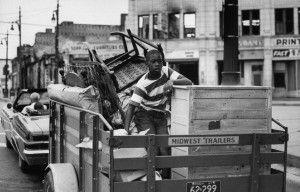 Durante los disturbios en Detroit en 1967 varios comerciantes tuvieron el tiempo justo de recoger