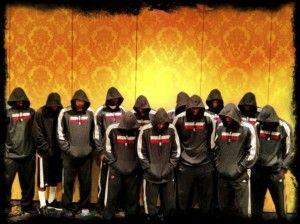 Los jugadores de los Miami Heat con las sudaderas .