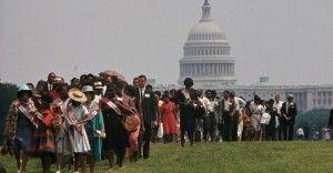 Manifestantes en la Marcha sobre Washington por el Trabajo y la Libertad