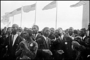 """Los manifestantes entonaron cánticos espirituales además de la canción que marcó la marcha: 'We Shall Overcome"""""""