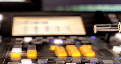 Mesa de control en una televisión